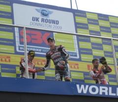 R2 podium